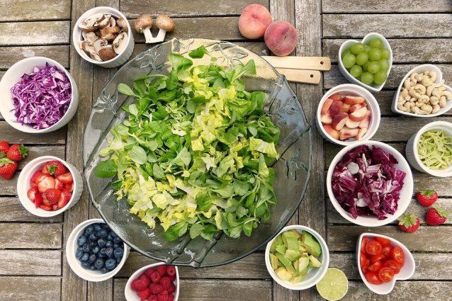 Vuoi mantenere la tua insalata sempre fresca? Ecco qual è il trucco
