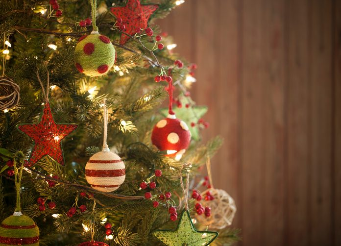 Molto Come decorare l'albero di Natale 10 idee e le regole per  ZR09