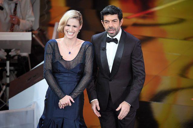 I voti ai look della terza serata di Sanremo  la Hunziker è rosa ... 3e09ad67820