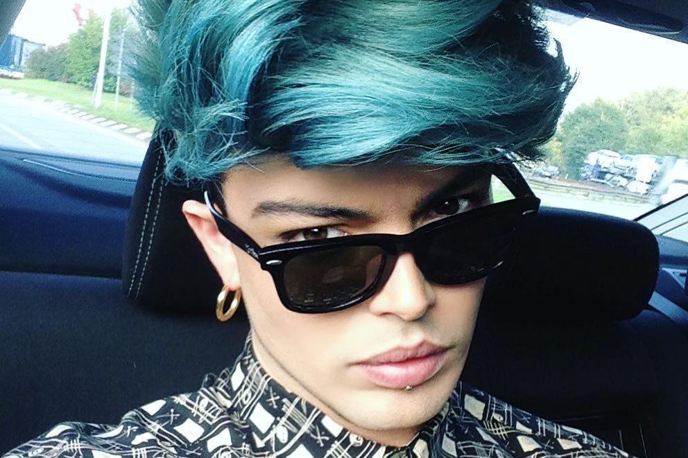 Stash dei The Kolors con i capelli blu, la scelta del ...