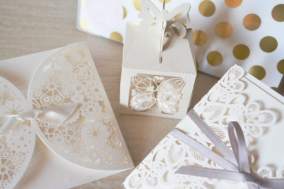 Matrimonio Tema Tessuti : Inviti di matrimonio come sceglierli in base al tema