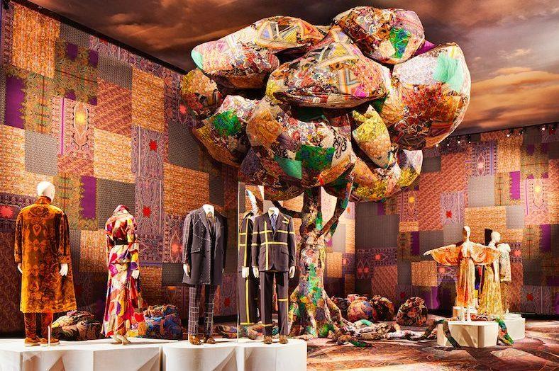 Etro compie 50 anni in mostra a milano gli abiti e le - Mostra design milano ...