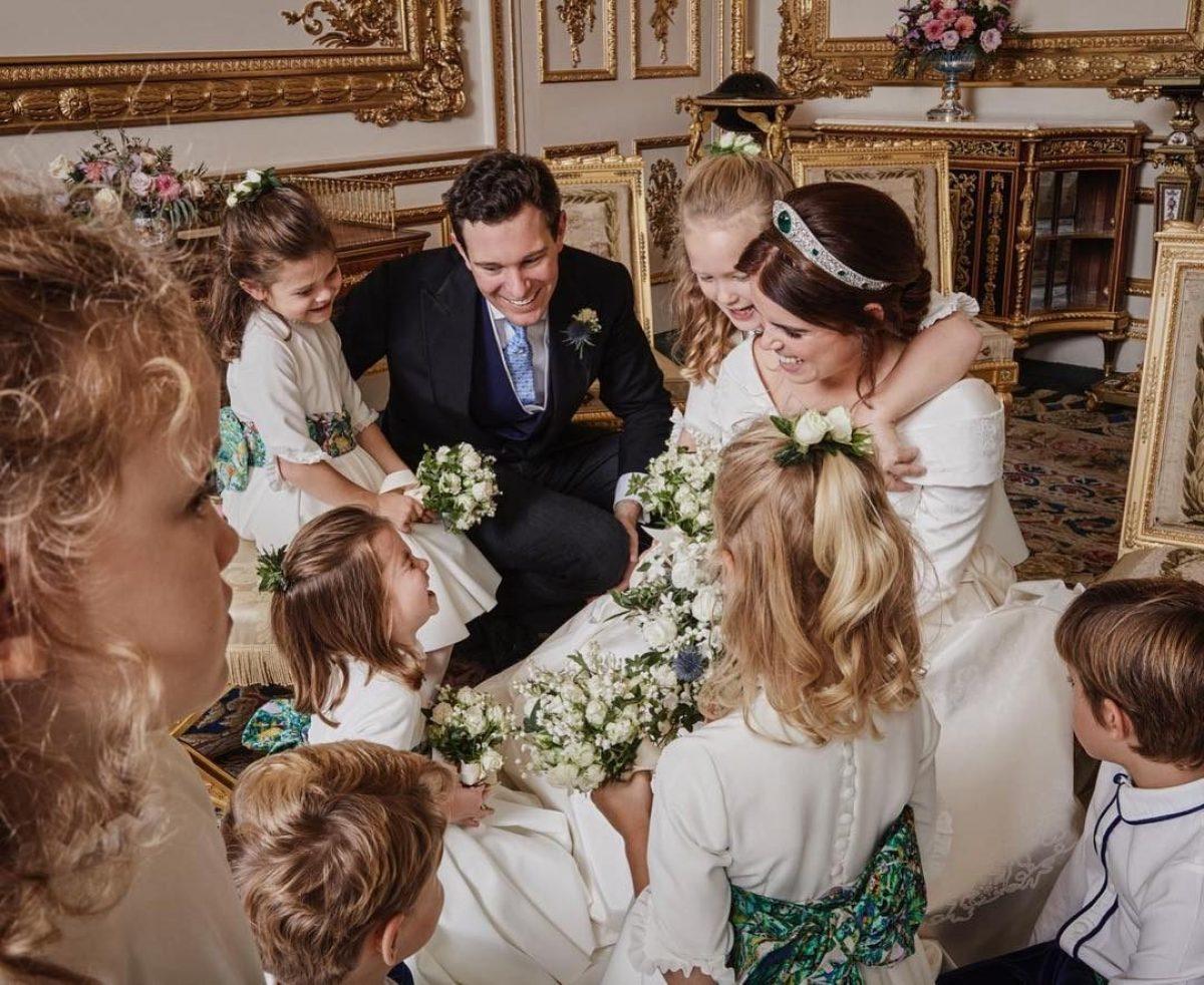 a4e23fb629b7 Eugenie di York circondata dalle damigelle  la dolce foto di ringraziamento  dopo le nozze