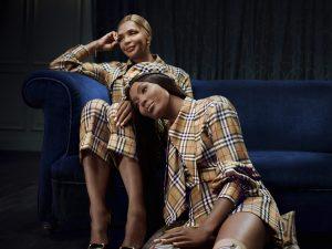 Naomi Campbell posa con la madre nella campagna di Natale firmata Burberry