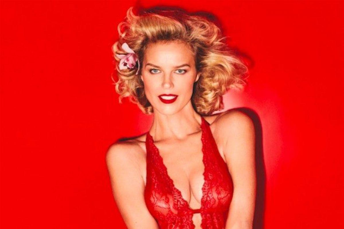 4fc9973ef84f48 Il Natale Yamamay si accende di rosso: la lingerie per le feste è sexy e  divertente