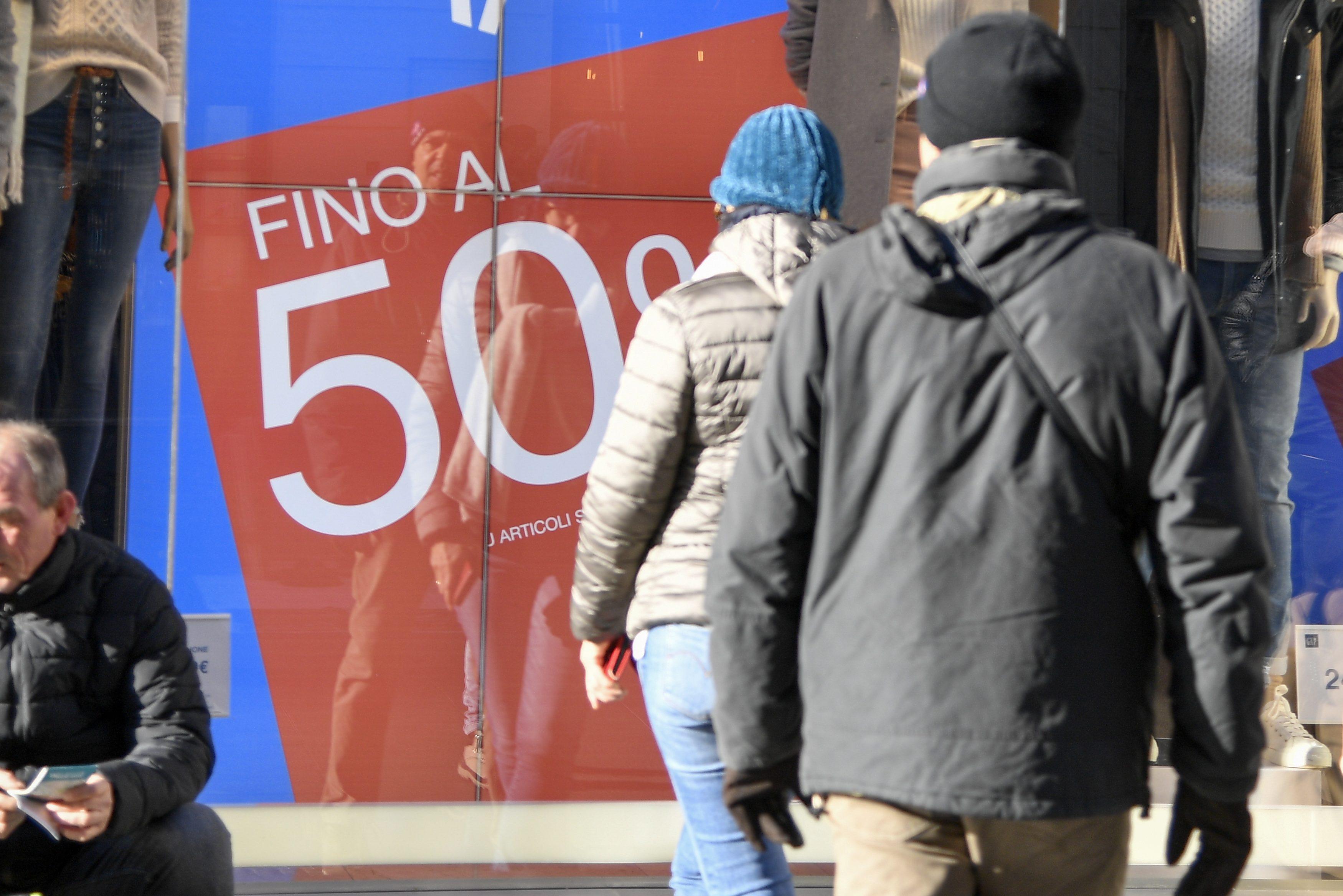 acf6d34997 Saldi invernali 2019: ecco quando finiscono in tutte le città italiane