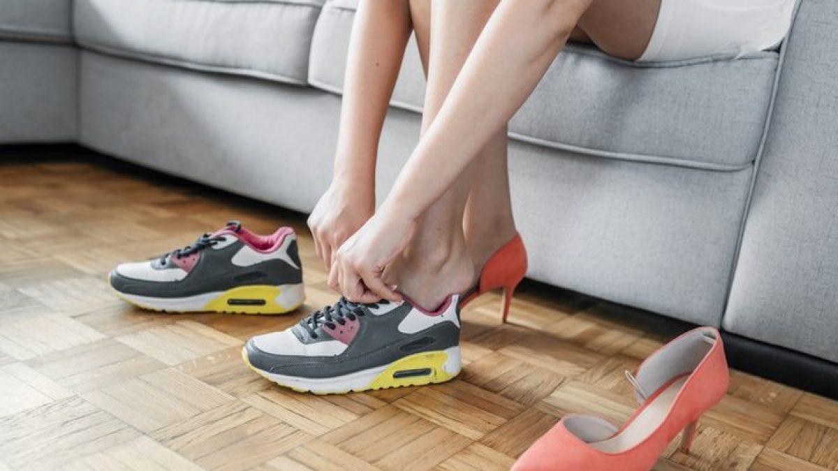 marchio lavare Città  Come eliminare il cattivo odore dalle scarpe: i trucchi e i rimedi più  efficaci