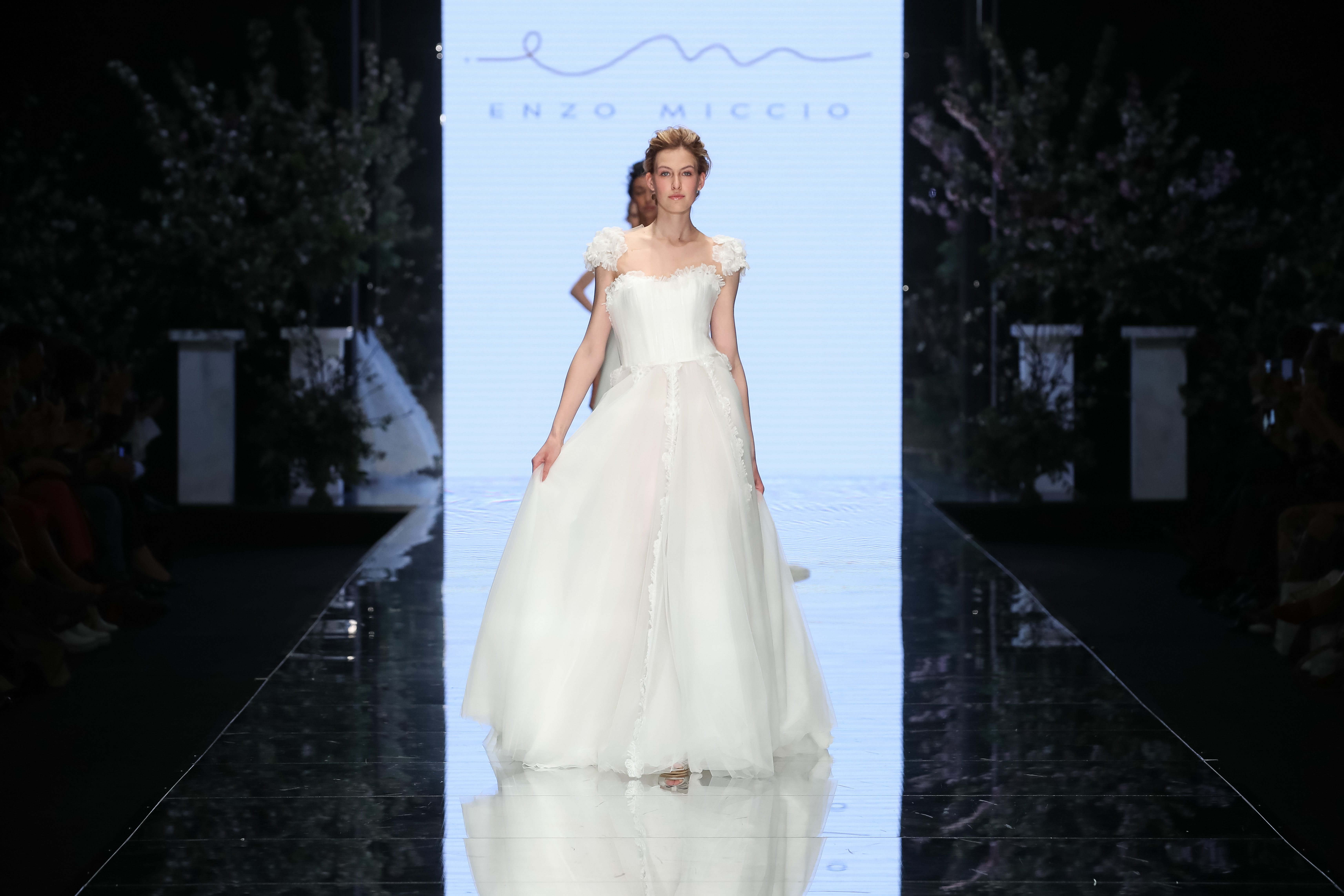 Abiti Da Sposa Enzo Miccio.Enzo Miccio Presenta La Collezione Di Abiti Da Sposa 2020
