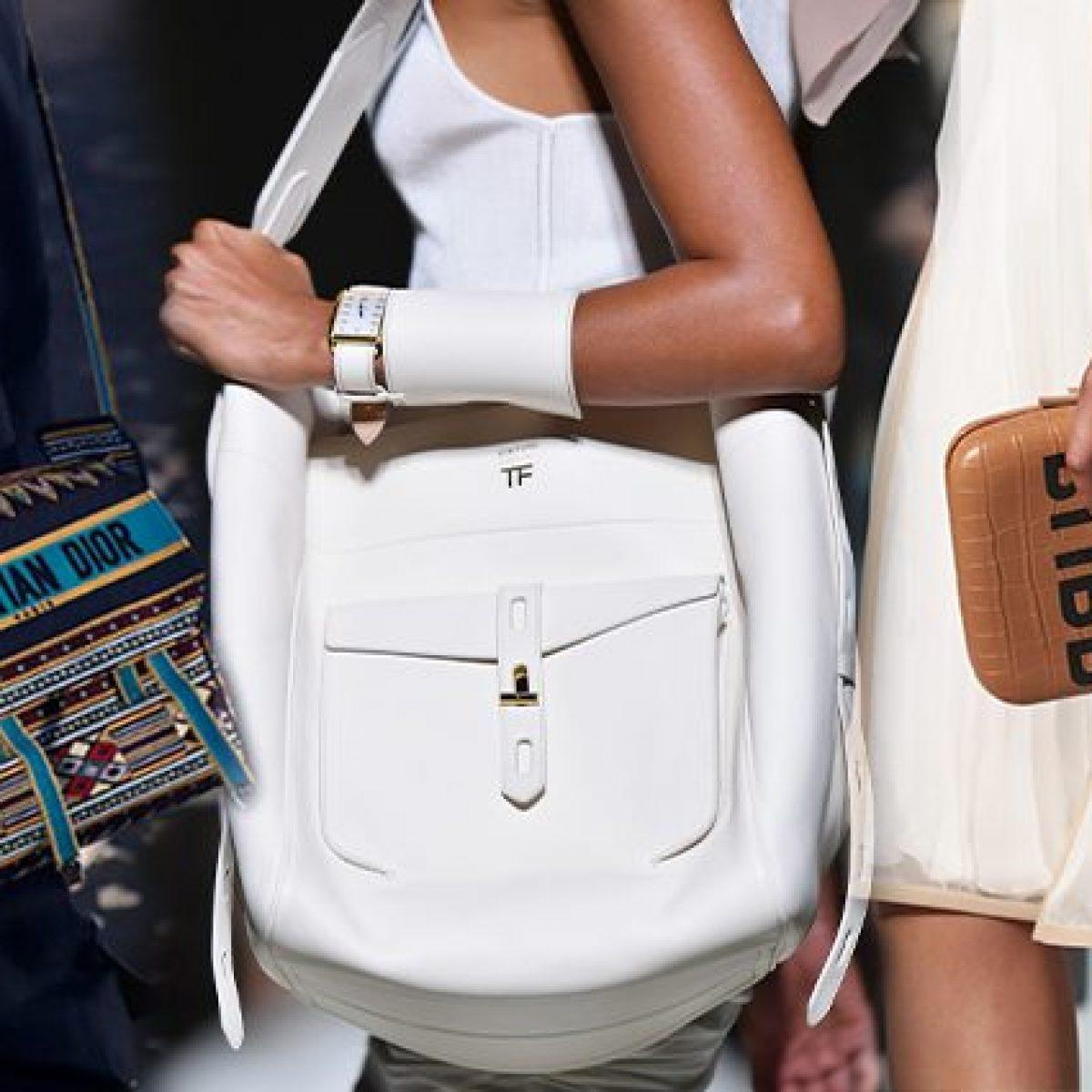 22fee1d3b1 Bianche, di tela o di paglia, le borse più trendy per la Primavera/Estate  2019