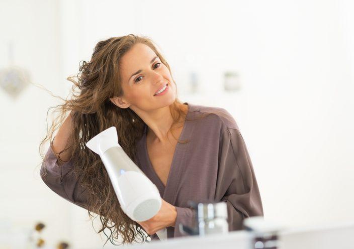 Come asciugare i capelli con il phon senza rovinarli ...