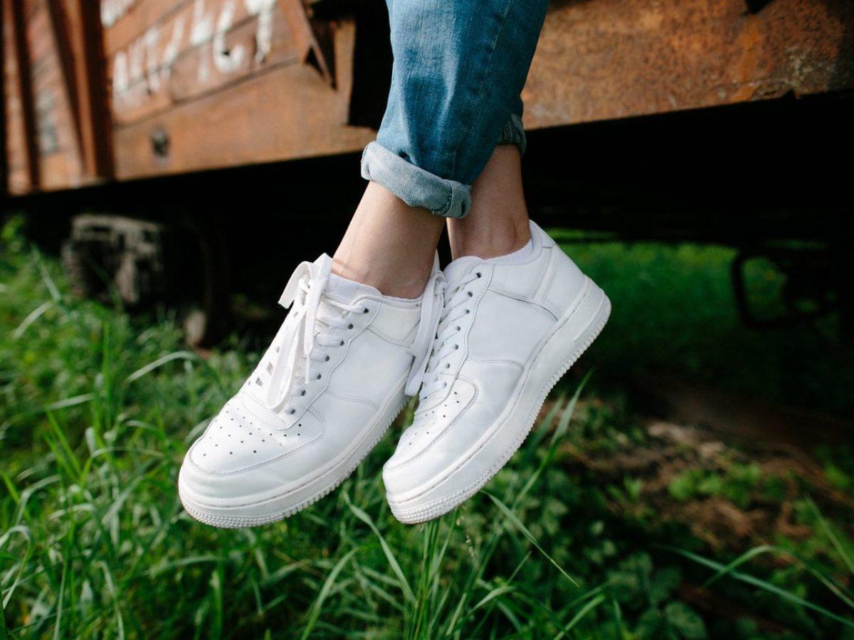 Come pulire le scarpe bianche: i rimedi per sneakers impeccabili e ...