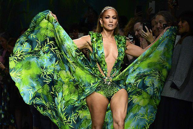 comprare popolare cec0e 6b32e Milano Fashion Week 2019: Jennifer Lopez da Versace lascia ...