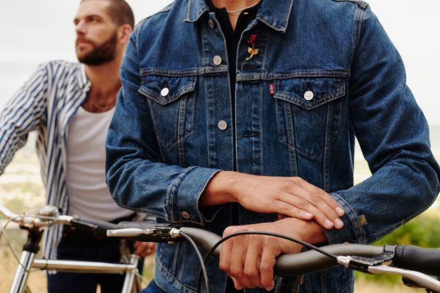 Torna di moda (dagli anni '80) la trucker jacket in denim