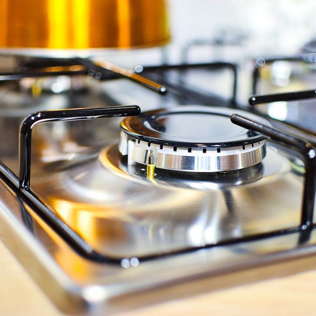 Come Pulire Il Piano Cottura come pulire il piano cottura: i rimedi efficaci anche per