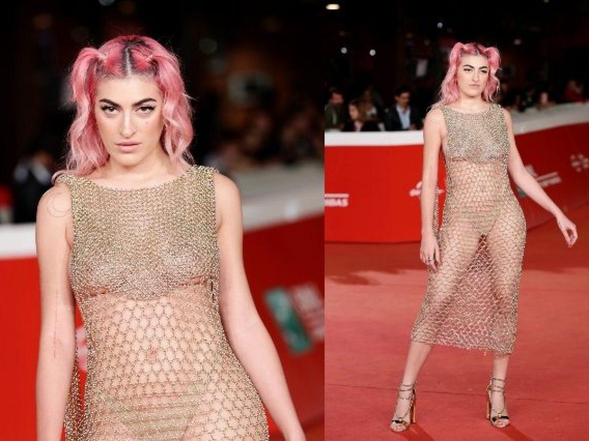 Lo Scandalo Della Collana Film roshelle dà scandalo al roma film fest, sul red carpet è hot