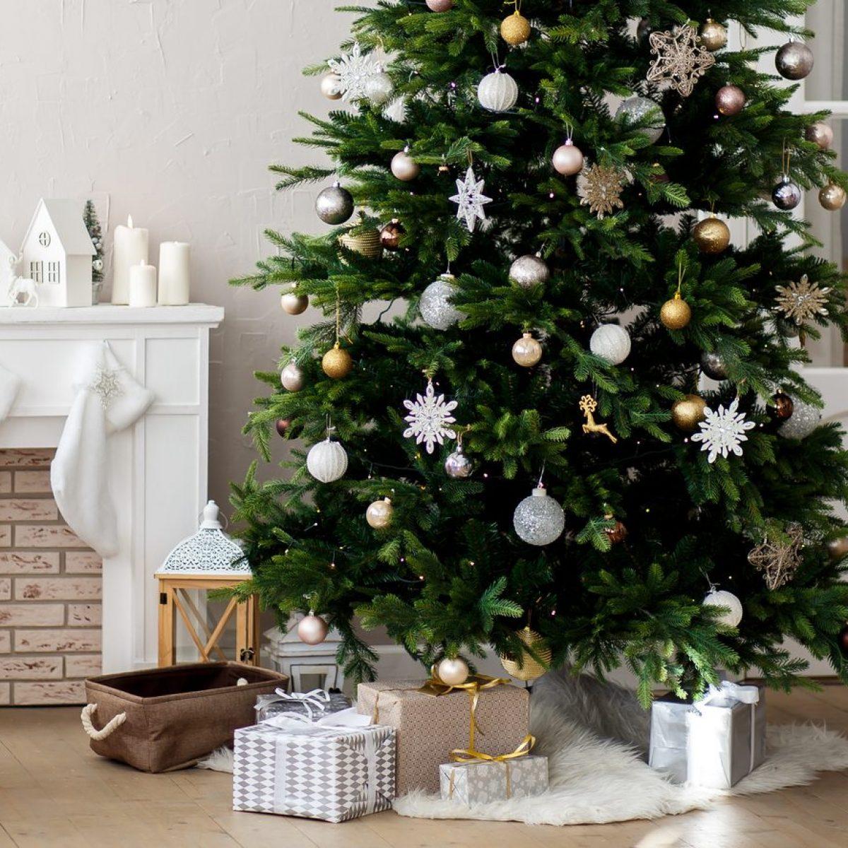 Albero Natale Decorato Rosso albero di natale 2019: tendenze, colori e addobbi