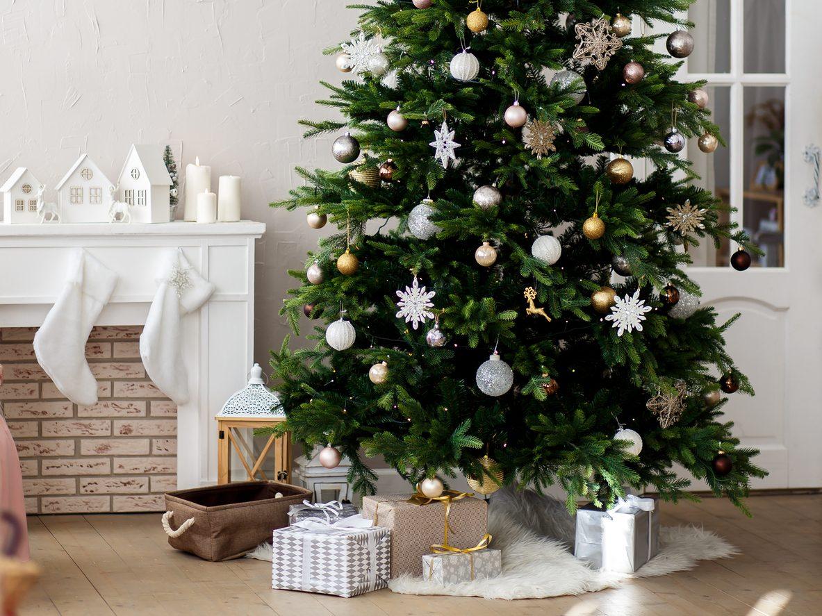 Albero Di Natale Decorato Con Foto.Albero Di Natale 2019 Tendenze Colori E Addobbi
