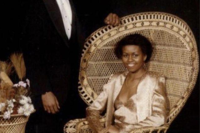 Michelle Obama da giovane in rosa e con i capelli corti, la vecchia foto del ballo di fine anno