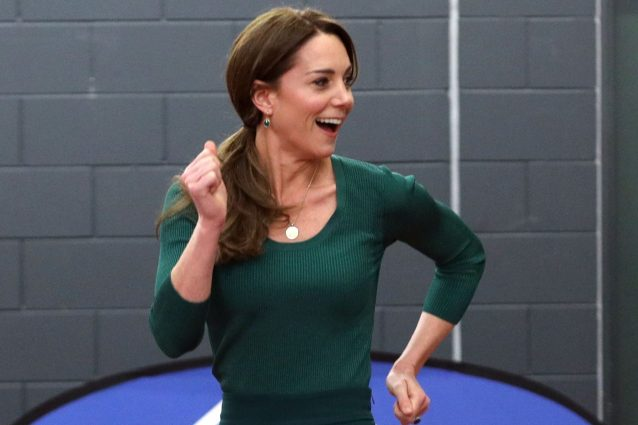Kate Middleton, addio pose da principessa: ora corre e tira