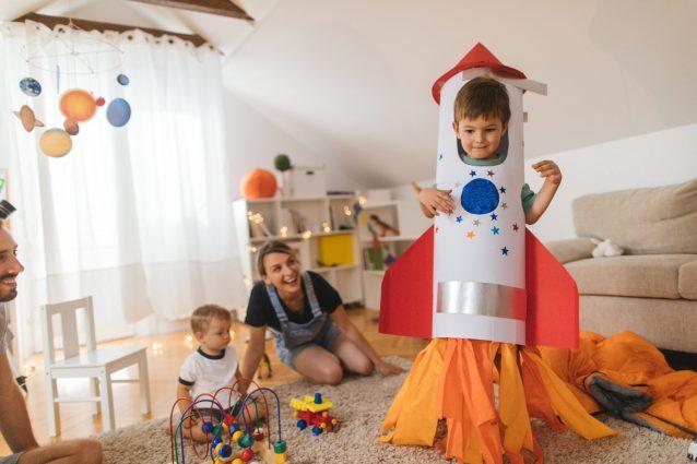 I 10 giochi da fare in casa con i bambini di tutte le età, d