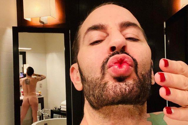 Marc Jacobs nudo con lo smalto rosso: dà un'anticipazione de