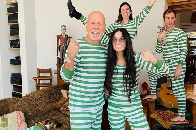 Demi Moore e Bruce Willis con i pigiami a righe: la quarante
