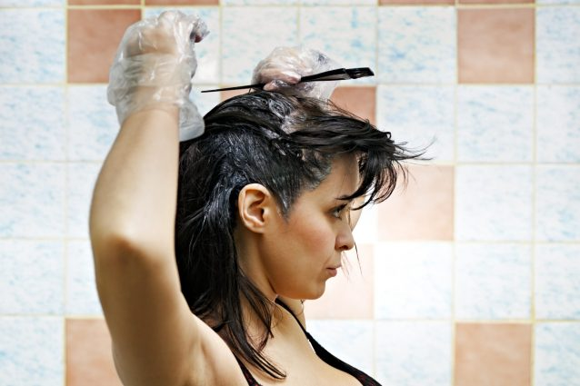 Come preparare l'henné per tingere i capelli: la guida da se