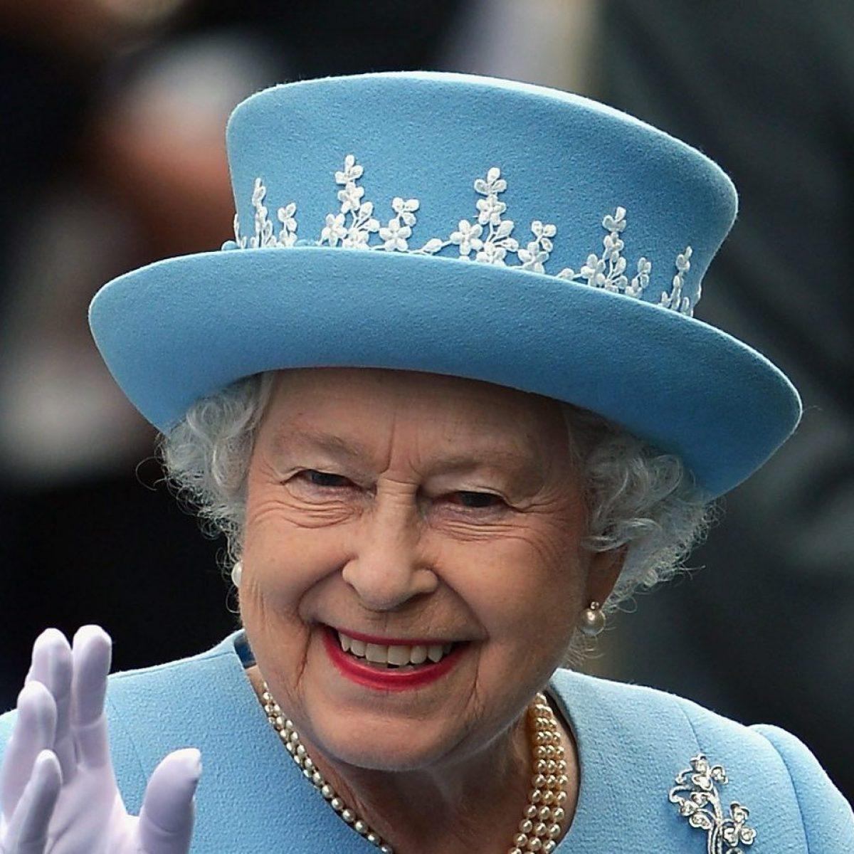 La Regina Elisabetta Sta Preparando Una Sorpresa Per Charlotte E Louis E Per Il Loro Compleanno