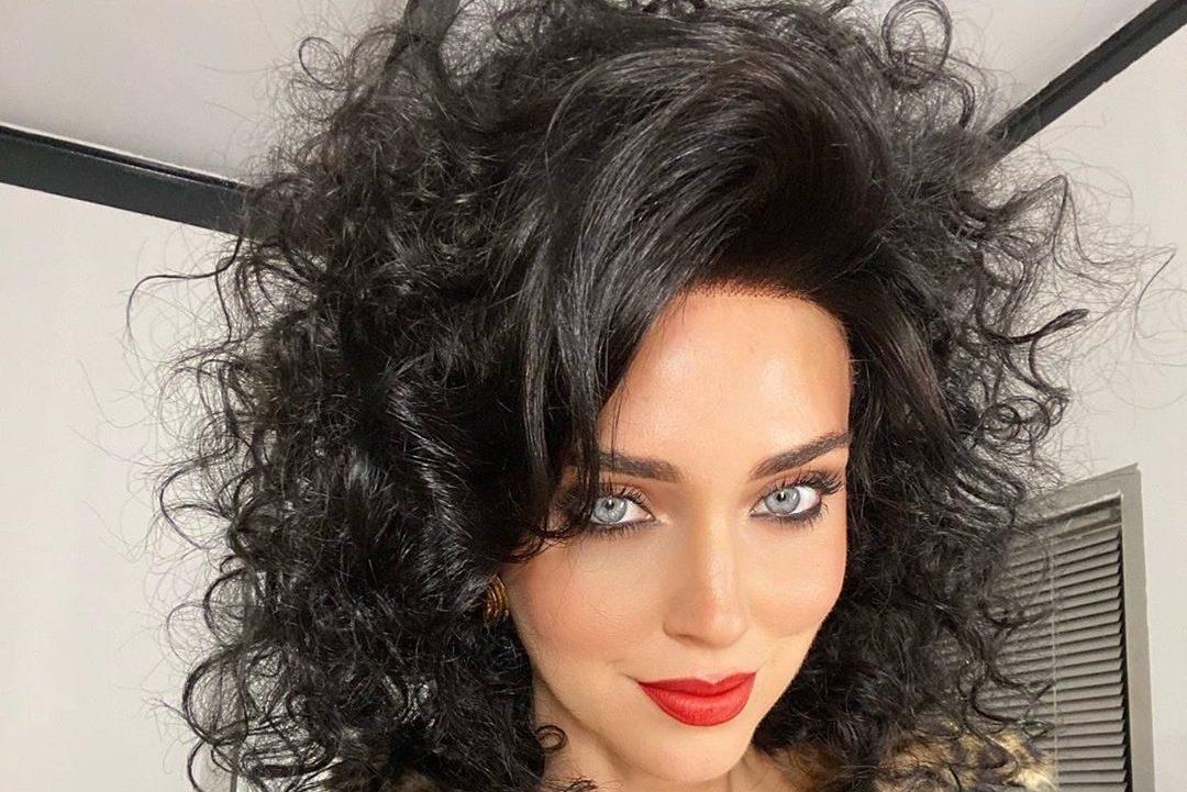 Chiara Ferragni con i capelli neri e ricci: il look shock ...