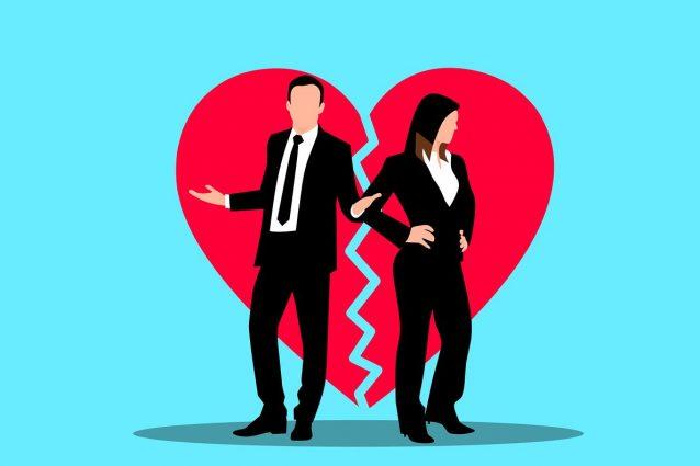 Boom di divorzi in Italia nel 2020, tra le cause principali tradimento virtuale e violenza domestica