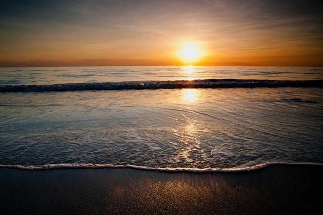 Il mare della Toscana al tramonto.