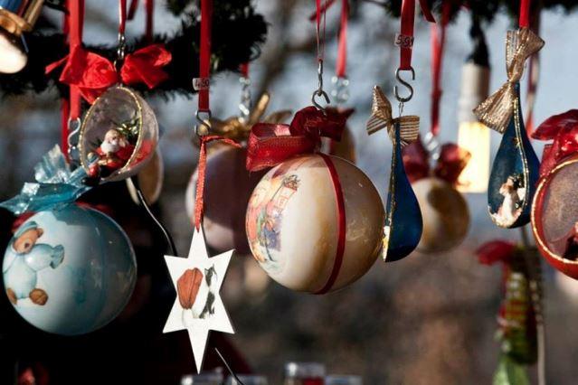 Festose decorazioni natalizie a Govone