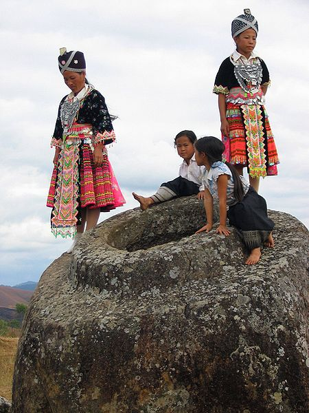 Laotiani sulle giare
