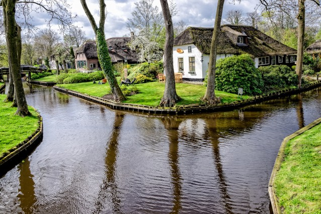 Giethoorn la citt senza strade in olanda for Affittare casa in olanda