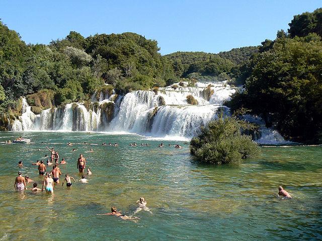 10 luoghi incontaminati dove nuotare in italia - Cascate in italia dove fare il bagno ...