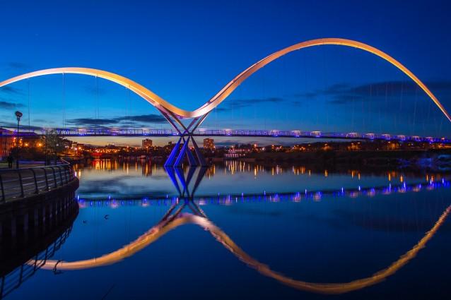 Infinity Bridge – Foto di darren price
