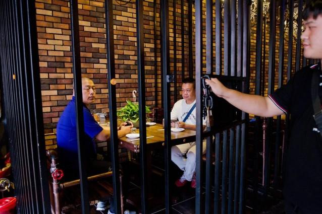 Cina, il ristorante-carcere: mangiare dietro le sbarre