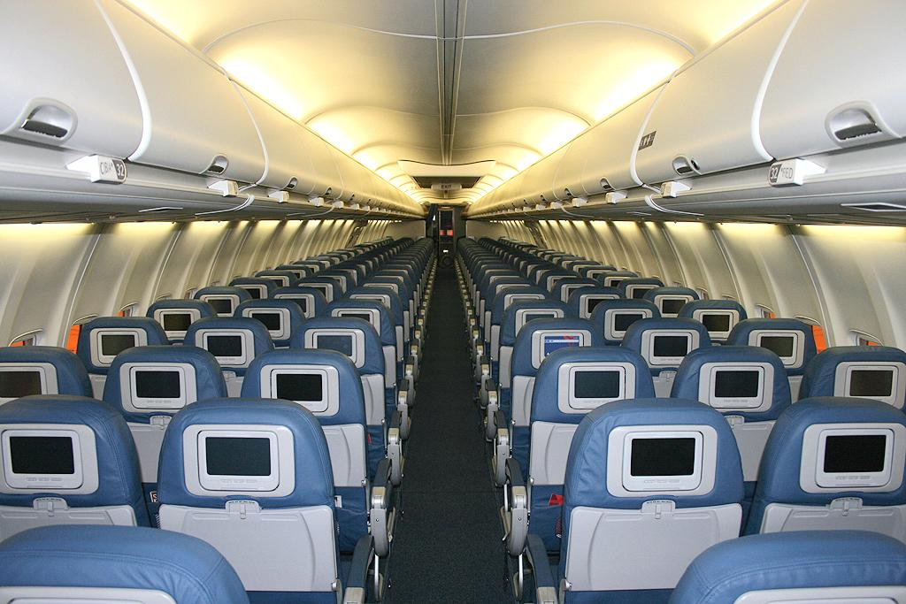 Aereo Privato Napoli : L aereo è deserto turista fa esperienza di un volo privato