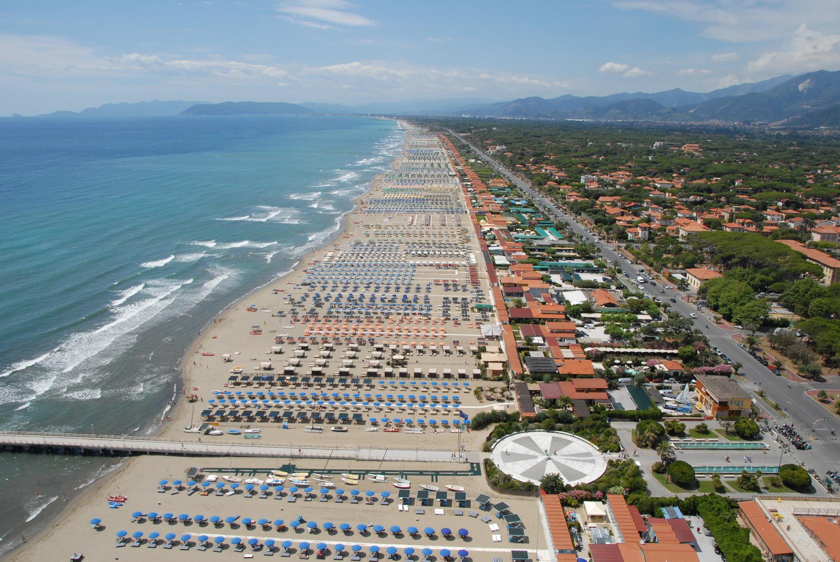 Prezzi alle stelle per ferragosto le localit pi costose in italia - Bagno alcione forte dei marmi prezzi ...