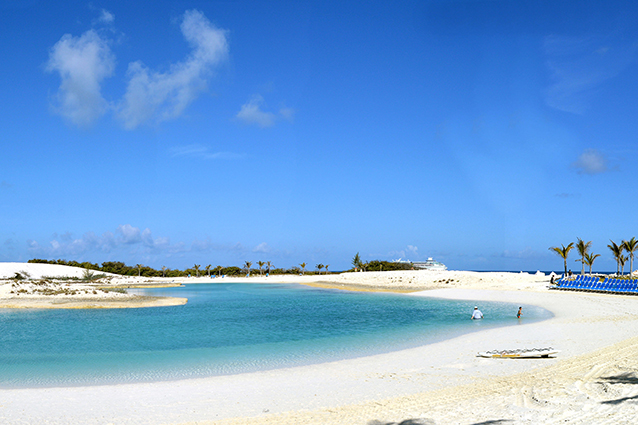 "Una ""piscina"" naturale di Great Stirrup Cay a due passi dal mare (Foto di Robert Pittman)."
