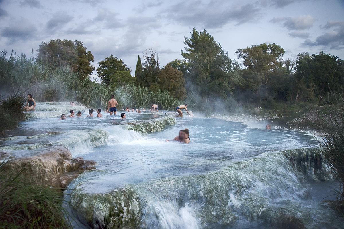 Sotto le calde cascate naturali di saturnia le terme di - Bagni di saturnia ...
