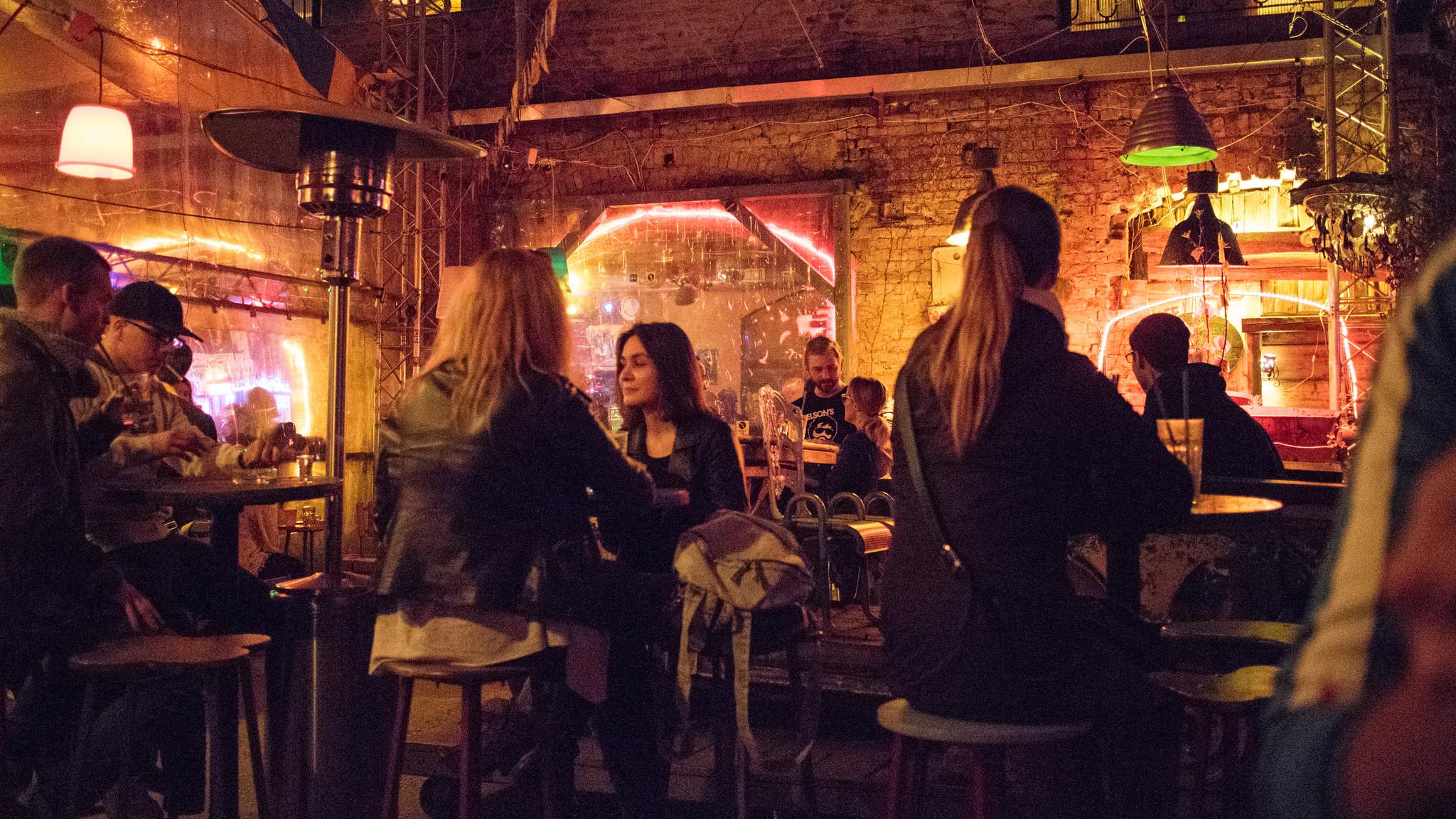 Szimpla Kert Ruin Pubs, Budapest. Foto di Tereknova