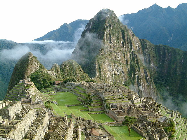Alba a Machu Picchu – Foto Wikimedia Commons