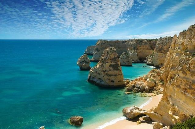 Praia da Marinha, Algarve – Foto Wikipedia