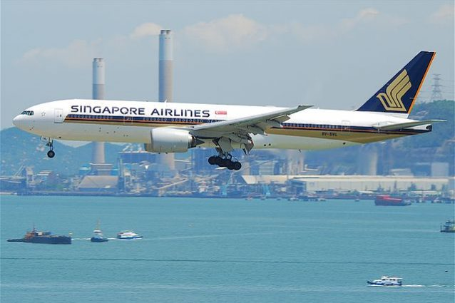 Boeing 777–200ER di Singapore Airlines – Foto Wikimedia Commons