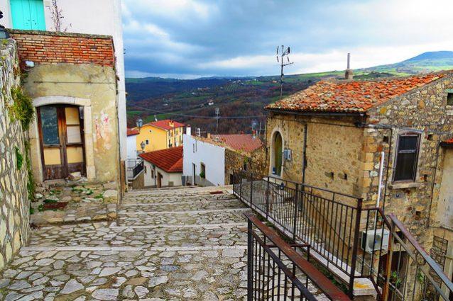 Zungoli, Un Borgo Scolpito Nella Pietra
