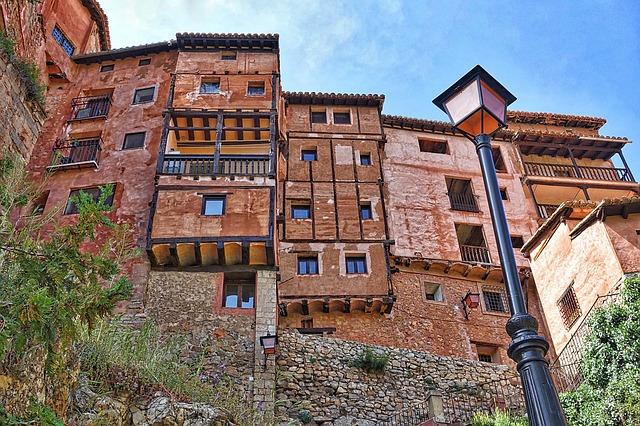 Un edificio caratteristico ad Albarracín – Foto Pixabay