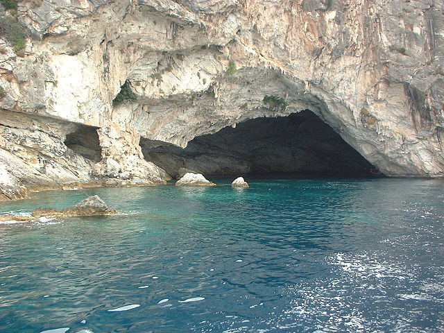Grotta marina a Meganisi – Foto Wikimedia Commons