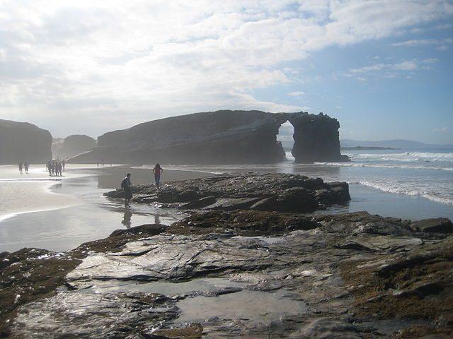 Spiaggia delle Cattedrali – Foto Wikimedia Commons