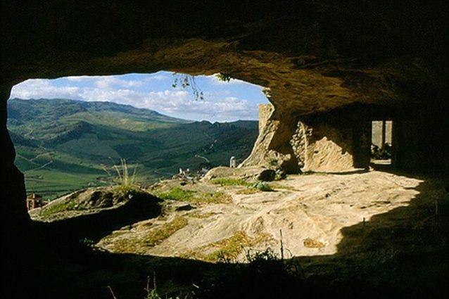 Sperlinga la città nata dalla roccia